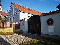 Chalupa z venku- pravé jihočeské stavení - pronájem apartmánu Dráchov