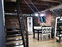 Pohled do obývacího prostoru - apartmán k pronájmu Dráchov