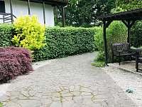Bohatá zahrada, vhodná i pro psy - chata ubytování Dehtáře
