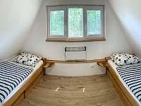 chata HUBERTKA - horní pokoje - pronájem Jemčina