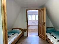 chata HUBERTKA - horní pokoje - k pronajmutí Jemčina