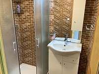 chata HUBERTKA - koupelna - ubytování Jemčina