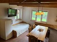 chata HUBERTKA - kuchyně + lůžko - k pronájmu Jemčina