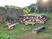 Venkovní posezení s ohništěm - Horní Stropnice - Hojná Voda