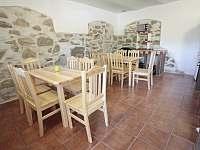 kuchyně a jídelna - chalupa k pronájmu Zvíkovské Podhradí