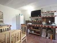 kuchyně a jídelna - pronájem chalupy Zvíkovské Podhradí