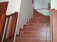 schodiště do podkroví - chalupa ubytování Zvíkovské Podhradí
