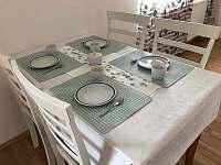 Jídelní stůl - apartmán k pronájmu Lipno nad Vltavou