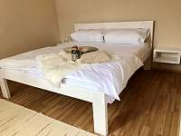 Ložnice - manželská postel - apartmán ubytování Lipno nad Vltavou