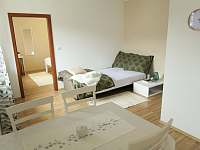 Spaní na rozkládacím gauči - pronájem apartmánu Lipno nad Vltavou