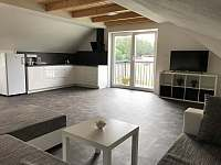 Apartmán CH1 - podkroví - Obývací pokoj s kuchyňským koutem a jídelnou - Dubenec