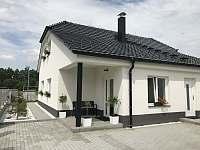Apartmány CHANELITA - jižní pohled - ze dvora - ubytování Dubenec