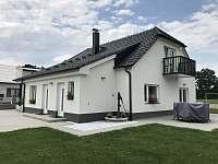 Apartmány CHANELITA - východní pohled - ze zahrady - k pronájmu Dubenec