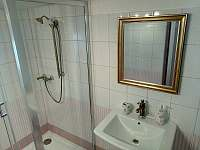Koupelna - chalupa k pronajmutí Štěkře