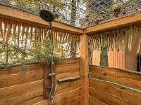 venkovní sprcha pro posed - srub k pronajmutí Višňová