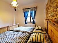 Ložnice s manželskou postelí - chalupa ubytování Přídolí - Práčov
