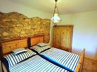 Ložnice s manželskou postelí - chalupa k pronajmutí Přídolí - Práčov