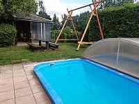 Bazén+houpačky - chata ubytování Veleslavice