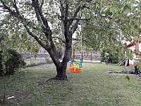 Dětská houpačka - chata ubytování Veleslavice