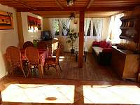 Společenská místnost 2 - chata k pronajmutí Veleslavice