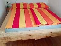 Ložnice- manželská postel