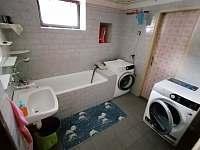 Koupelna v přízemí ( pračka + sušička) - Hoštice u Volyně
