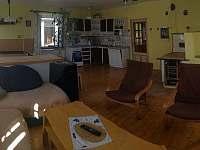 Kuchyň + Společenská místnost - rekreační dům k pronajmutí Hoštice u Volyně