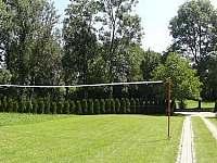 Volejbalové hřiště - chalupa ubytování Strmilov