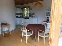 obývací místnost + kuchyňský kout - chata k pronajmutí Blatná - Vrbno