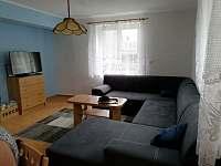 Obývací pokoj - pronájem chaty Černá v Pošumaví