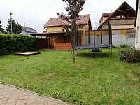 Zahrada se sezením - chata ubytování Černá v Pošumaví