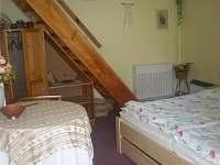 Ložnice s dvoulůžkem a vstupem na terasu