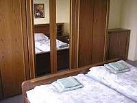 Ložnice v podkroví - chalupa ubytování Kukle