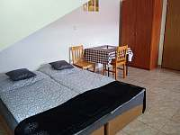 Apartmán- Koupelna, dva pokoje s kuchyňským koutem - Hamr