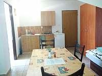 Pokoj č.2 - Tří lůžkový s kuchyňským koutem a vlastní koupelnou - Hamr