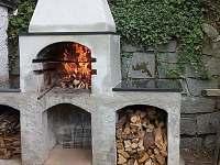 venkovní krb - pronájem chaty Dobronice u Bechyně