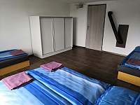 1.ložnice - 4 lůžka - pronájem chalupy Mokrá