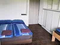 2.ložnice - 3 lůžka - chalupa k pronajmutí Mokrá