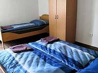 3.ložnice - 3 lůžka - chalupa ubytování Mokrá