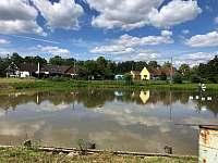 Sousední soukromý rybník - Mokrá