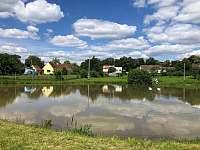 Sousední soukromý rybník - pronájem chalupy Mokrá
