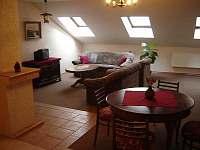 Obývací místnost - apartmán k pronájmu Lišov