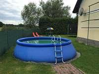 Venkovní nafukovací bazén - chalupa k pronajmutí Turovec