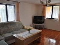 Obývací pokoj, TV - chata ubytování Planá nad Lužnicí