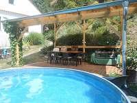 pergola s bazénem