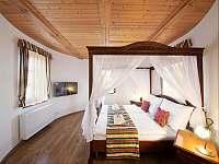 Hluboká u Borovan ubytování 62 lidí  ubytování