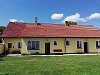 Pohled od pergoly - apartmán ubytování Stříbřec