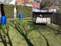 Oplocená zahrada u chalupy. - Staré Město pod Landštejnem