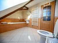 koupelna s WC v prvním patře - rekreační dům ubytování Třeboň