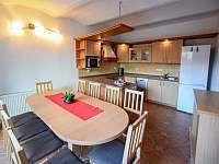 kuchyně s jídelnou - rekreační dům k pronájmu Třeboň